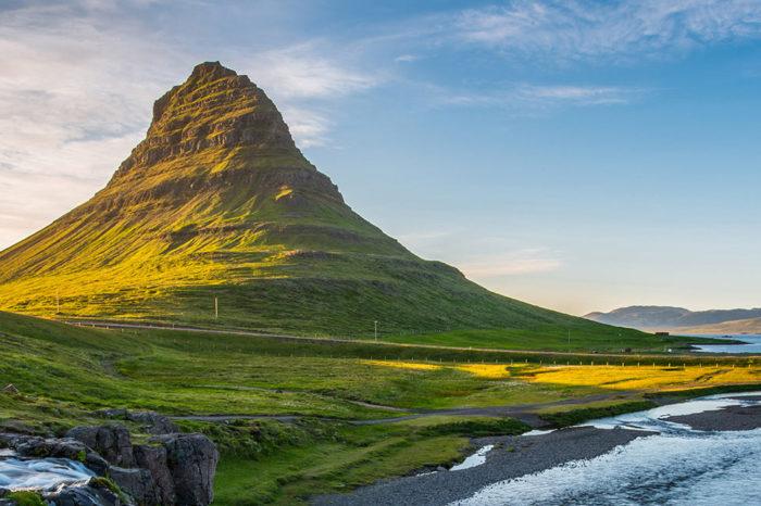 """La península de Snafesnells y el volcán de Julio Verne Privado en castellano <h5 style=""""font-size: 17px; line-height: 2.1rem; background-color: #d02836; color: #ffffff; display: inline-block;""""> 1100€ PRECIO FIJO (1 a 4 pers.) </h5></br>"""