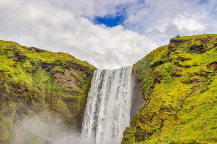"""Viaje al sur de Islandia <h5 style=""""font-size: 17px; line-height: 2.1rem; background-color: #94979C ; color: #ffffff; display: inline-block;""""> ¡Paseo entre icebergs incluido! </h5></br><h5 style=""""font-size: 17px; line-height: 2.1rem; background-color: #F76D60; color: #ffffff; display: inline-block;""""> desde 1250€ </h5></br>"""