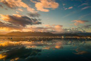 La puesta del sol en Islandia es mágica